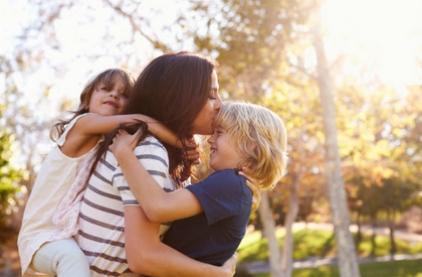 Першокласники: які вони? Як наслідок їхнього загостреного співчуття, діти хочуть допомагати іншим.