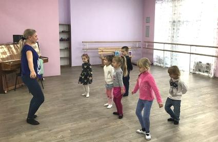 Яку користь приносять дітям уроки танців. Кияночка школа сад.