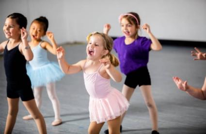 Танець, це задоволення!. Кияночка школа сад.