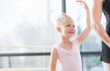 Танець сприяє формуванню особистості. Кияночка школа сад.