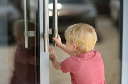 Як виховати в дитині чемність та бажання допомагати