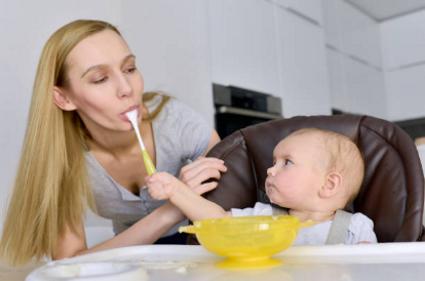 Дбайливий малюк. Малюки проявляють схильність бути нам корисними.
